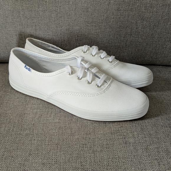 NWOT Keds White Shoes Size 6.5
